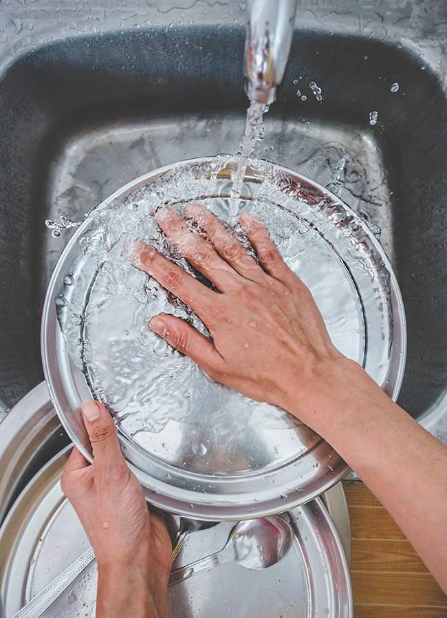 pulizia pentole in acciaio