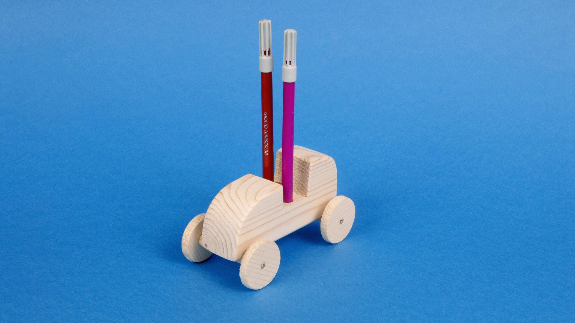 Portapenne fai da te a forma di automobile | Come realizzarlo in legno