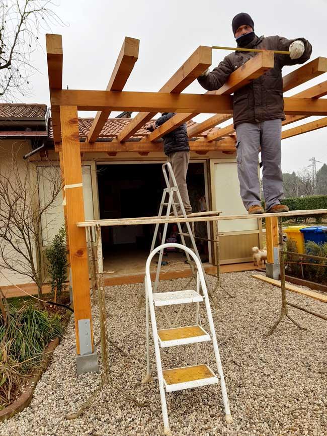 installazione tettoia in legno