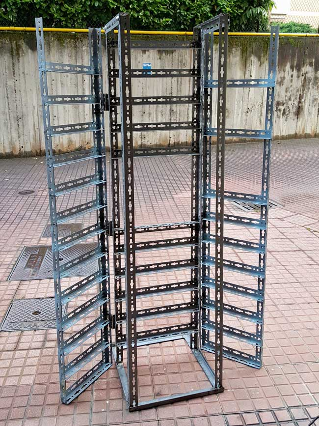 Angolari In Ferro Per Scaffali.Scaffale In Metallo Con Pc Per Dipinti A Rilievo Costruzione Fai