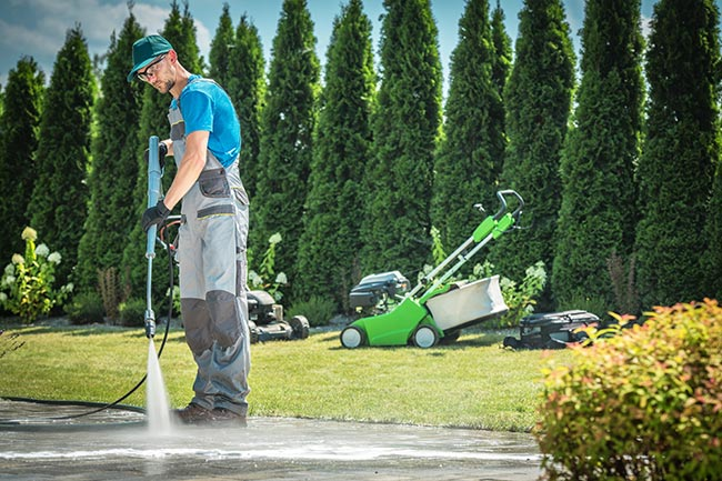 pulizia pavimento con idropulitrice
