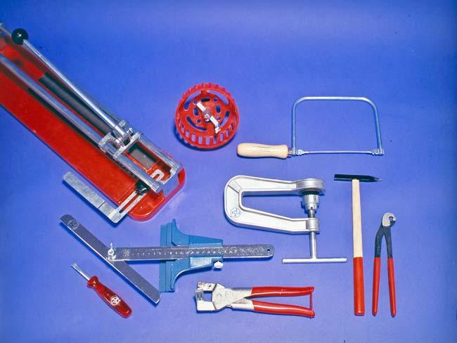 utensili per tagliare piastrelle