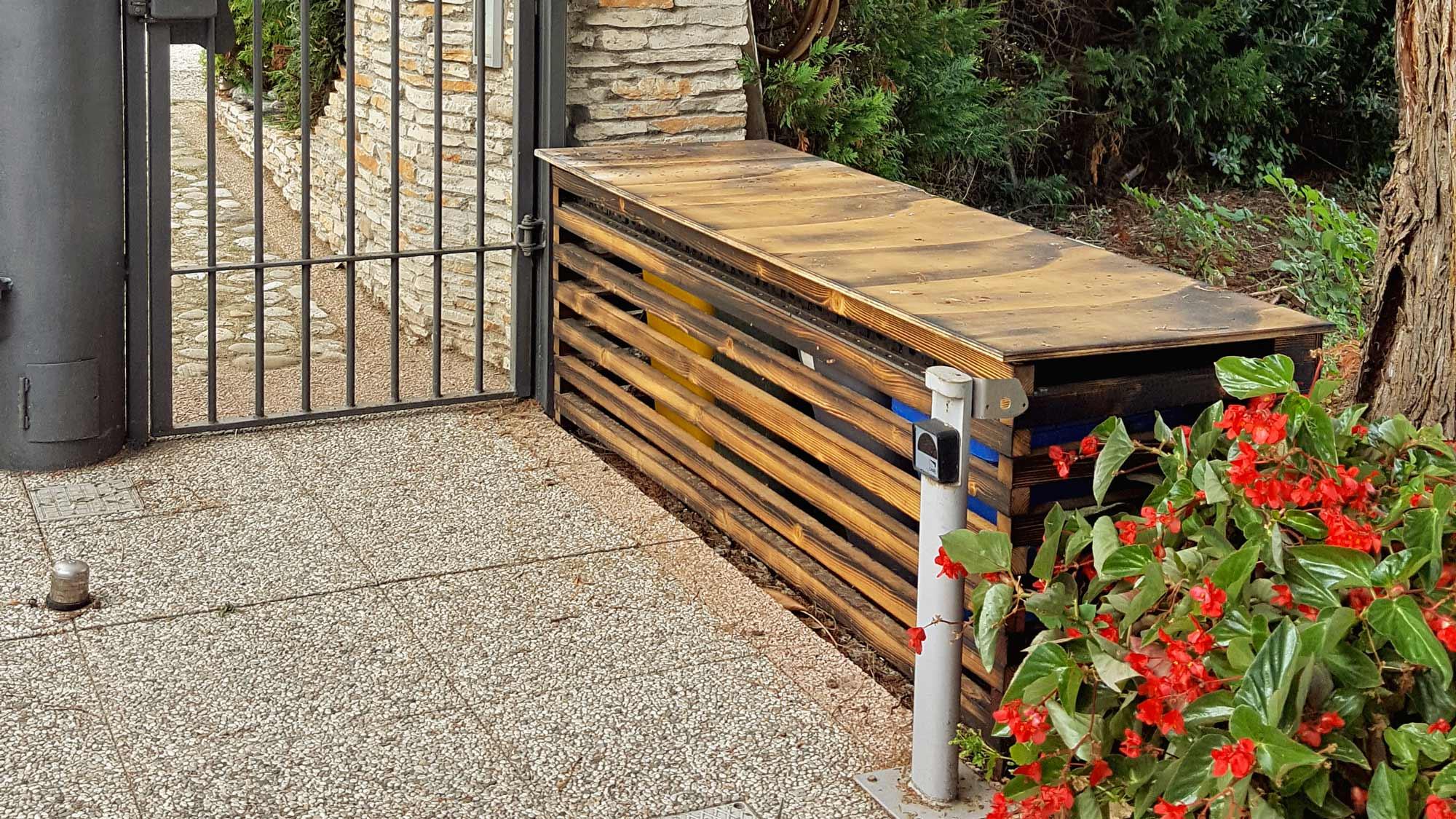 Cassapanca da esterno in legno | Tecnica di rifinitura Shou Sugi Ban
