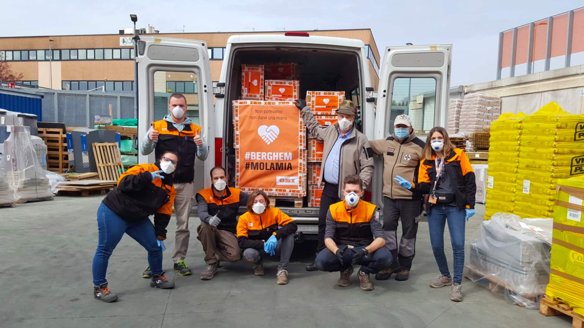 OBI Italia dona 2.500 mascherine agli Alpini per l'ospedale da campo di Bergamo