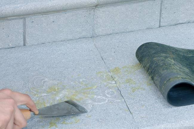 rimuovere colla per pavimenti