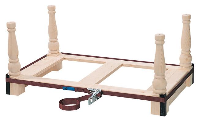 tavolino basso con gambe tornite