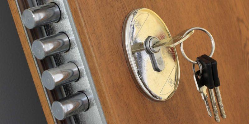 come montare una porta blindata