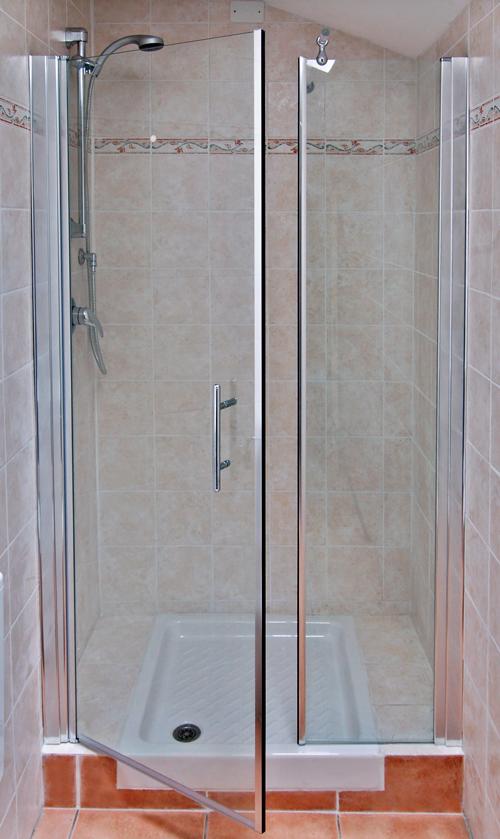 Doccia con muretto interno ispirazione design casa - Box doccia colorati ...