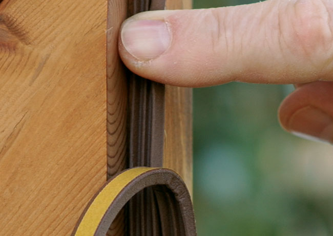 Paraspifferi per porte e finestre bricoportale fai da - Guarnizioni adesive per finestre ...