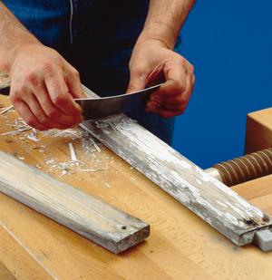 Rimuovere la vernice dal legno