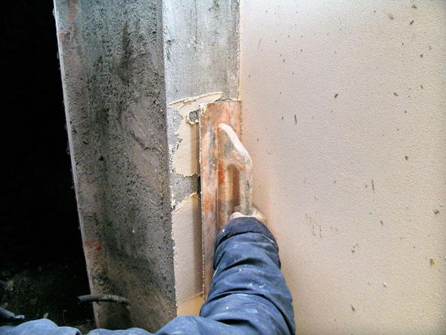 intonacare, intonaco, attrezzi per intonacare, cazzuola, sparviere, frattazzo, manara, frattazzo di spugna, spatola, staggia, intonaci,  intonacare un muro