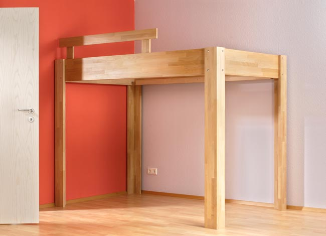 un letto a soppalco fai da te con scrivania dedicata