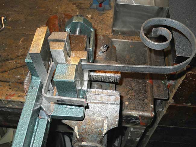 piegatrice ad angolo per ferro